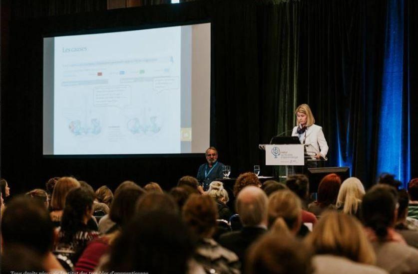 Annie Parenteau, orthophoniste, s'adresse aux participant d'une conférence du congrès de l'Institut des troubles d'apprentissage.