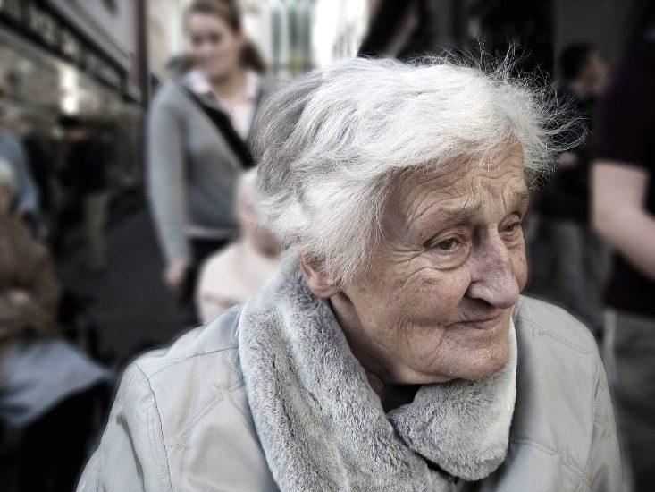 Dame âgée