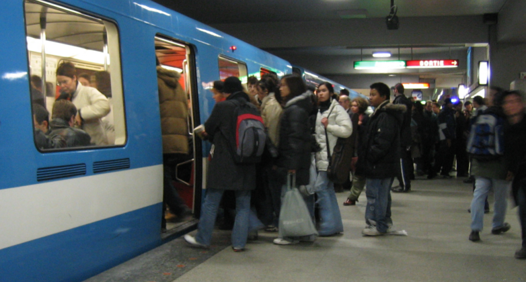 Montreal-Metro-Rush_Hour-01