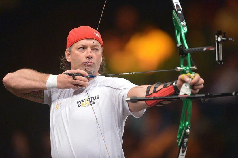 Nicolas Meunier en train de viser avec son arc.