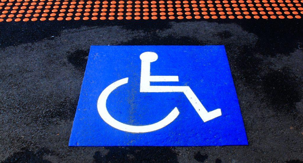 Accès libre stationnement