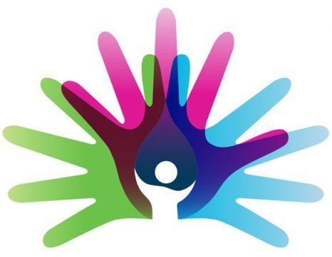 Logo de la journée internationale des maladies rares: des mains de différentes couleurs avec une personne au centre.