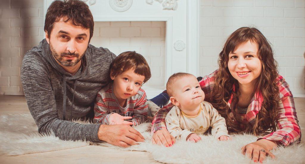 family-2972226_1920