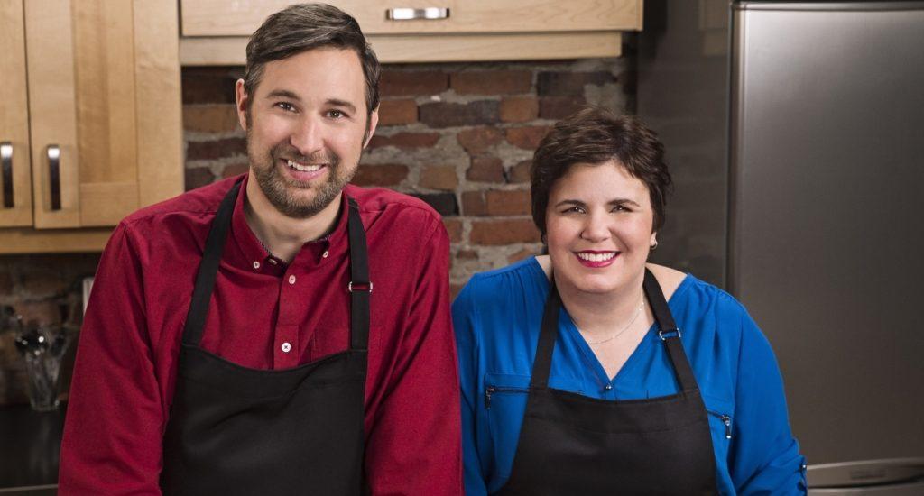 Bob le Chef et Véronique Vézina, animateurs dePas de panique, on cuisine.
