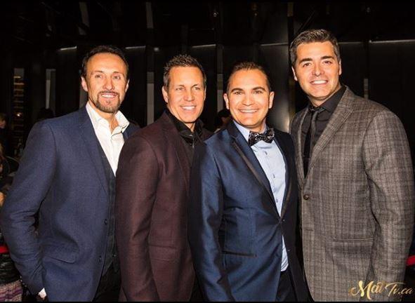 Les 4 membres de la formation Tocadéo, tous des hommes aux cheveux bruns courts