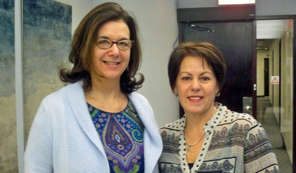 Hélène Denis et Sylvie Grenier, deux femmes aux cheveux bruns.