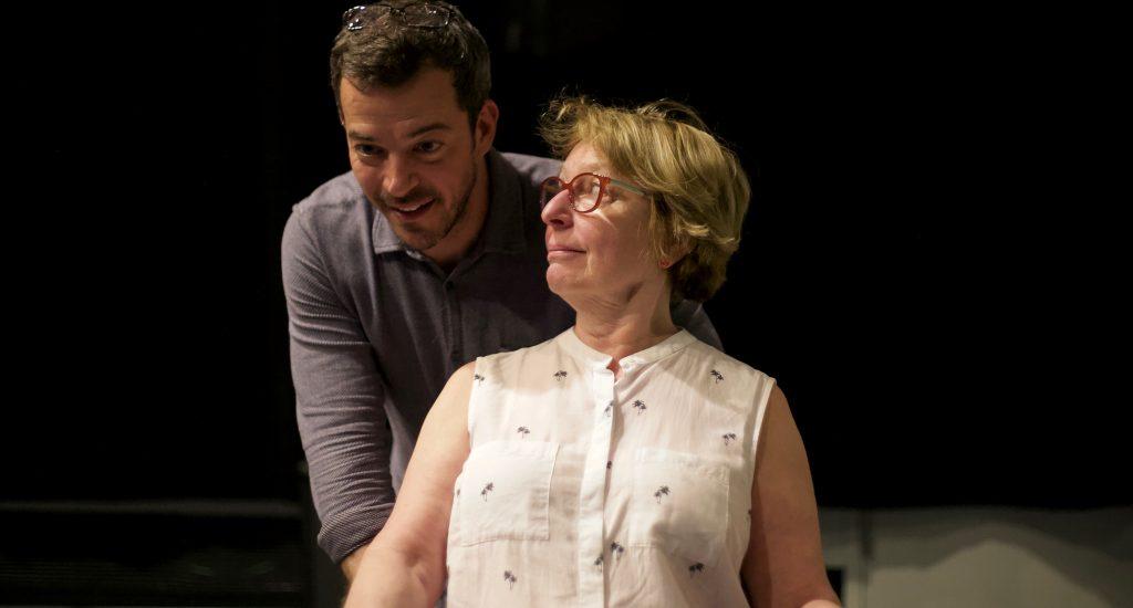 Les comédiens Francois Grisé et Marie-Ginette Guay en répétition de la pièce Tout inclus.