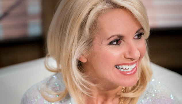 Christine Michaud une femme au cheveux  longs et blonds