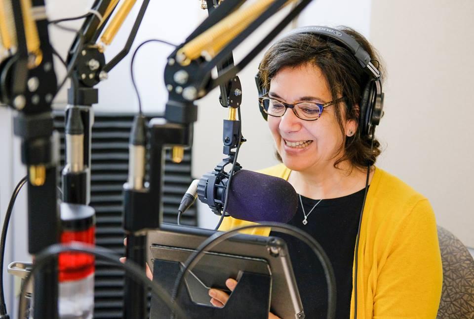 Hélène Denis au micro hquot