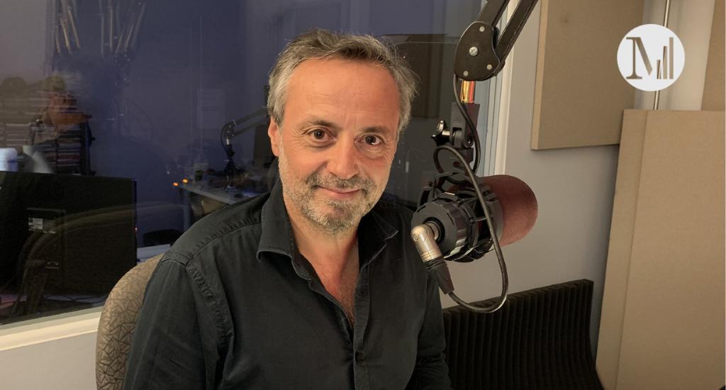 Photo de Xavier Bonpunt dans le studio de Canal M. Crédit photo: Folie Douce